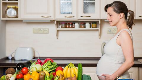 Chuyên gia dinh dưỡng khuyên mẹ bầu bổ sung Axit Folic
