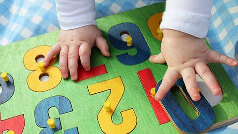 Phương pháp tác động giúp phát triển trí não cho trẻ 16-18 tháng