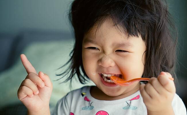 Những câu hỏi thường gặp về dinh dưỡng của trẻ 22-24 tháng tuổi
