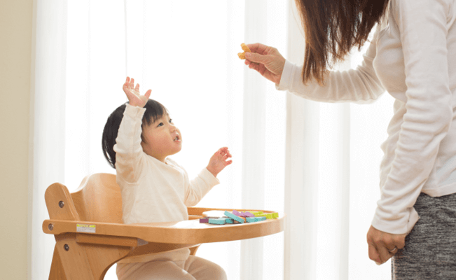 Giúp bé từ 1-2 tuổi phát triển khả năng giao tiếp
