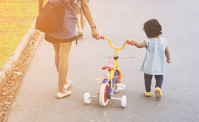 Giúp bé từ 1-2 tuổi phát triển thể chất