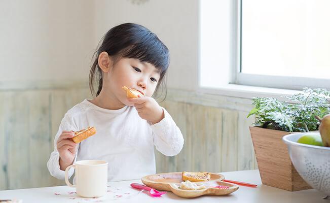 Những lưu ý về dinh dưỡng dành cho trẻ dị ứng đạm sữa bò